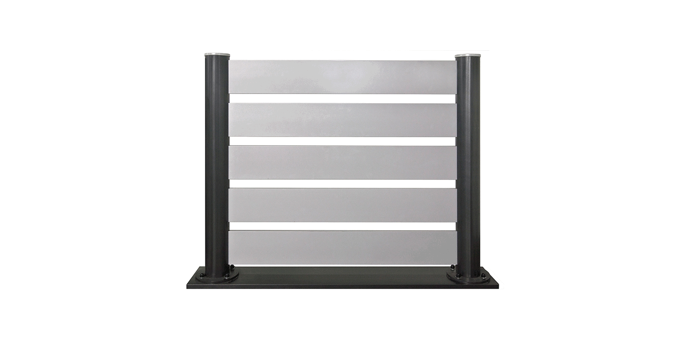 DIY Zaunfeld in silber mit schwarzen Stehern, Modell Stecksystem, auf weißem Hintergrund